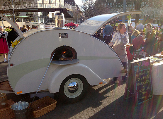 1930s teardrop style caravan that wood roasts everything!.