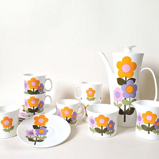 Superb set of Dolly Days Hostess Tableware.