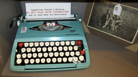 Wonderful vintage typewriter in Snoopers Paradise.